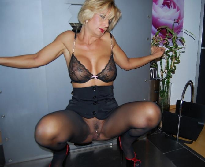 Sexy Přítelkyně V Sexy Spodním Prádle (2)
