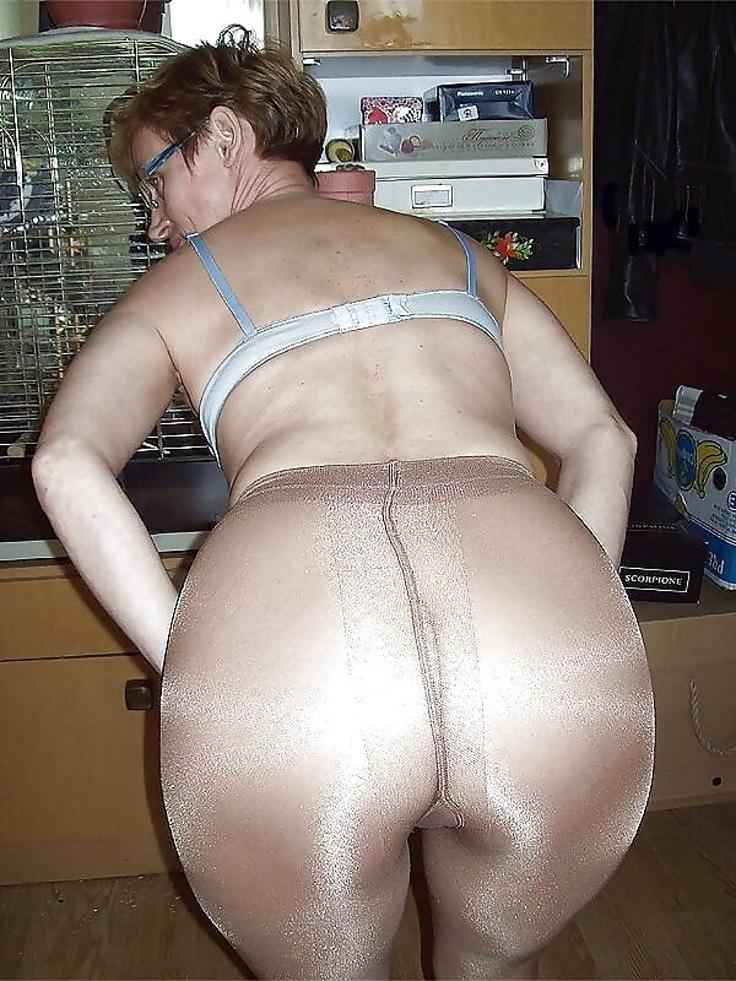 V Sexy Spodním Průhledném Prádle (1)