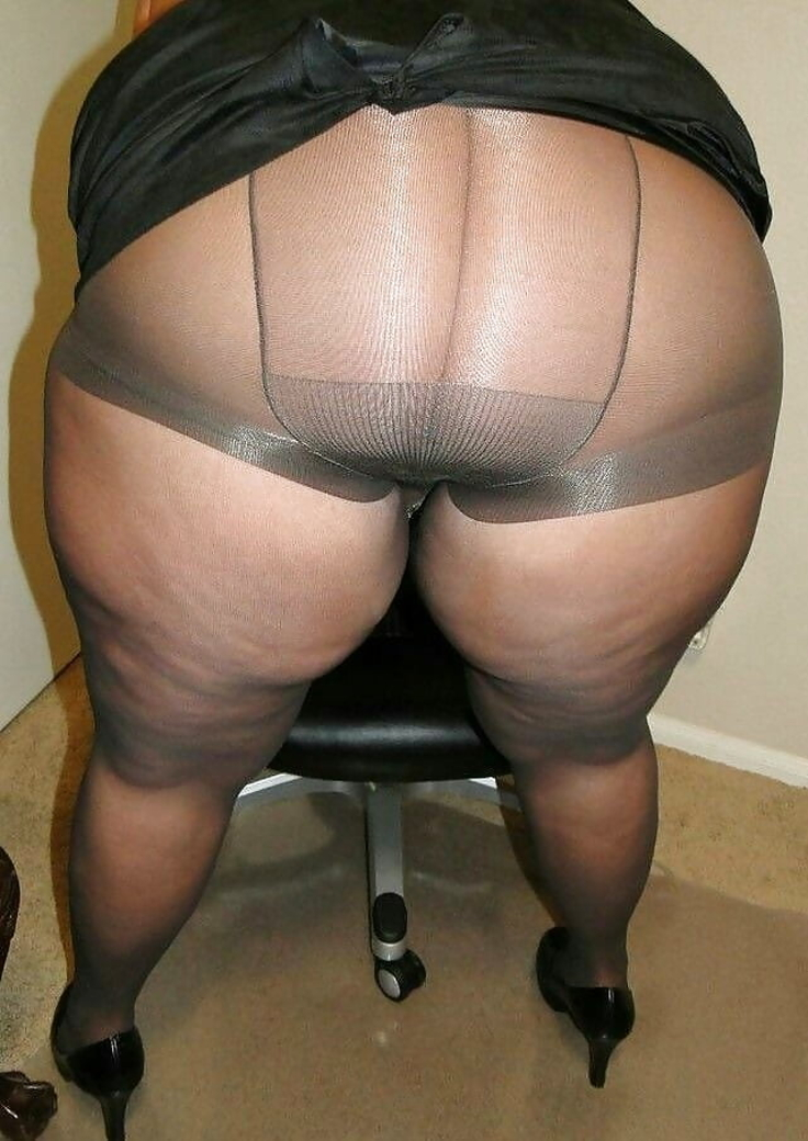 V Sexy Spodním Průhledném Prádle (2)