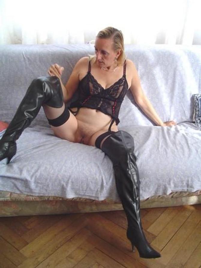 Modelky V Kalhotkách A Silonkách (2)