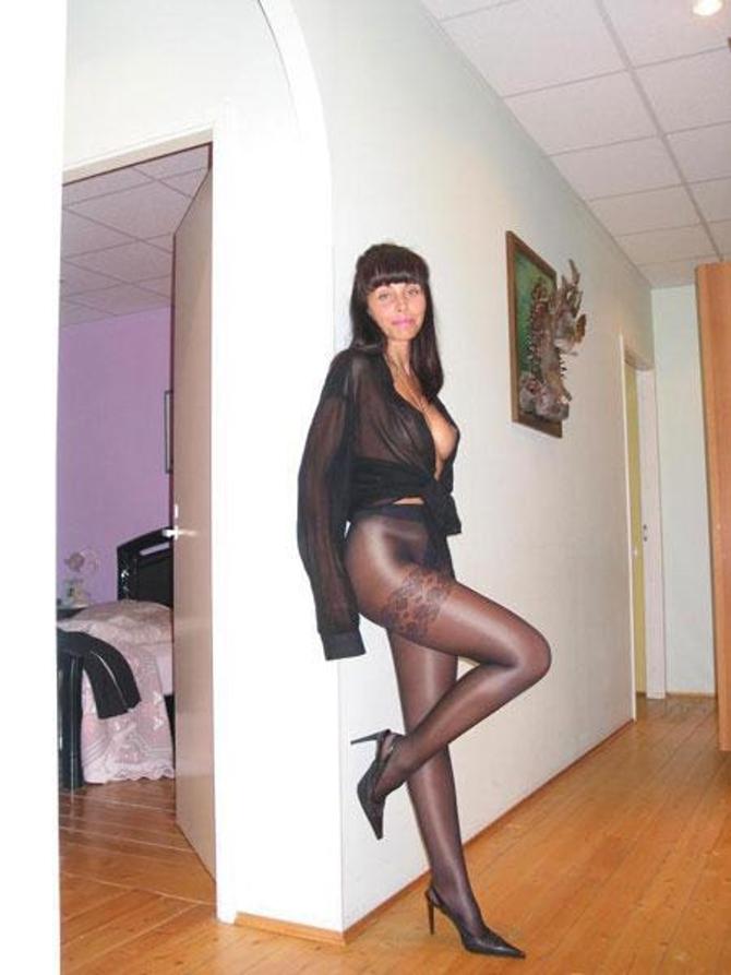Modelky V Kalhotkách A Silonkách (4)