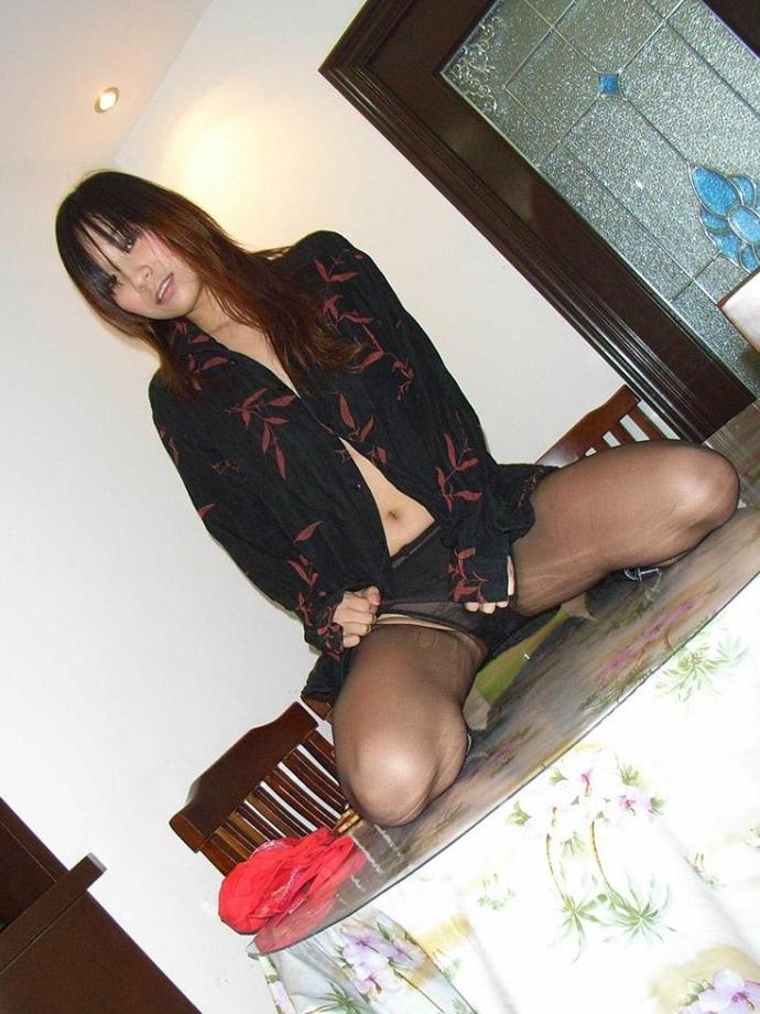 Asiatka V Silonkách A Sukni (6)