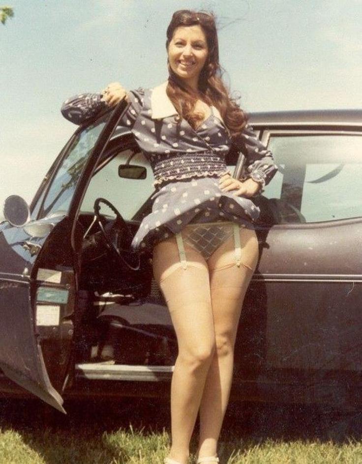Sexy retro žena v silonkách