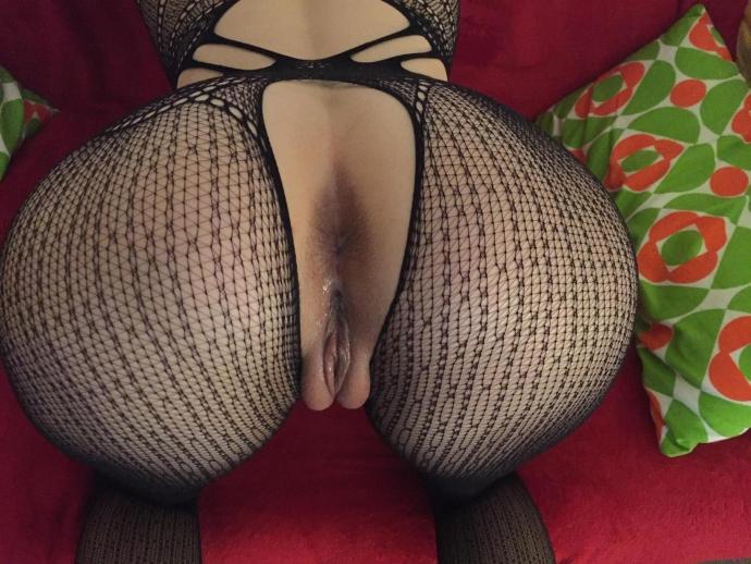 Nahé Mladé Amatérky V Sexy Silonkách (1)